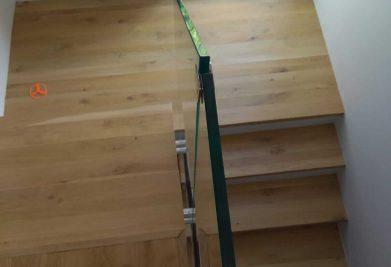 שילוב פרקט עץ טבעי על מדרגות