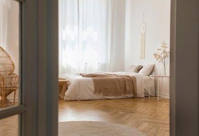 פרקט לחדר שינה מעוצב